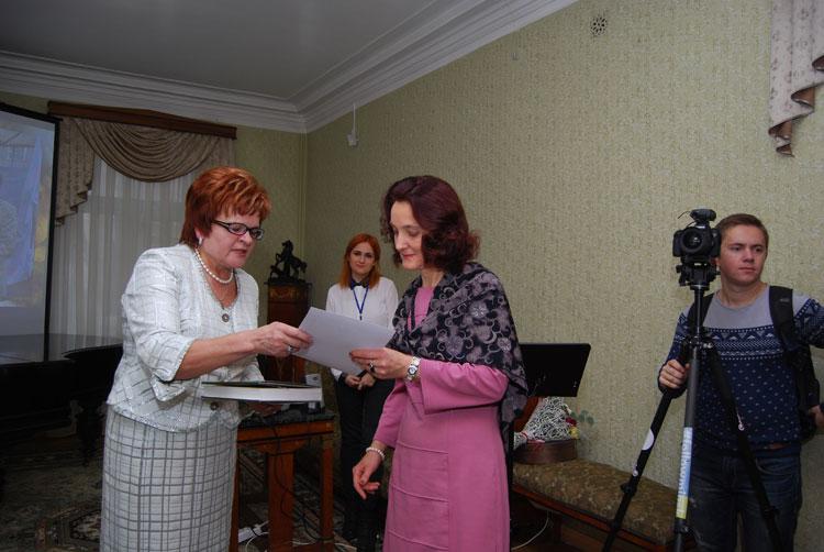 З. Н. Комаровская и внучка Я. Коласа – В. Д. Мицкевич